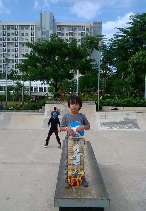 si River dan Skateboard dari Tante Nining :-)